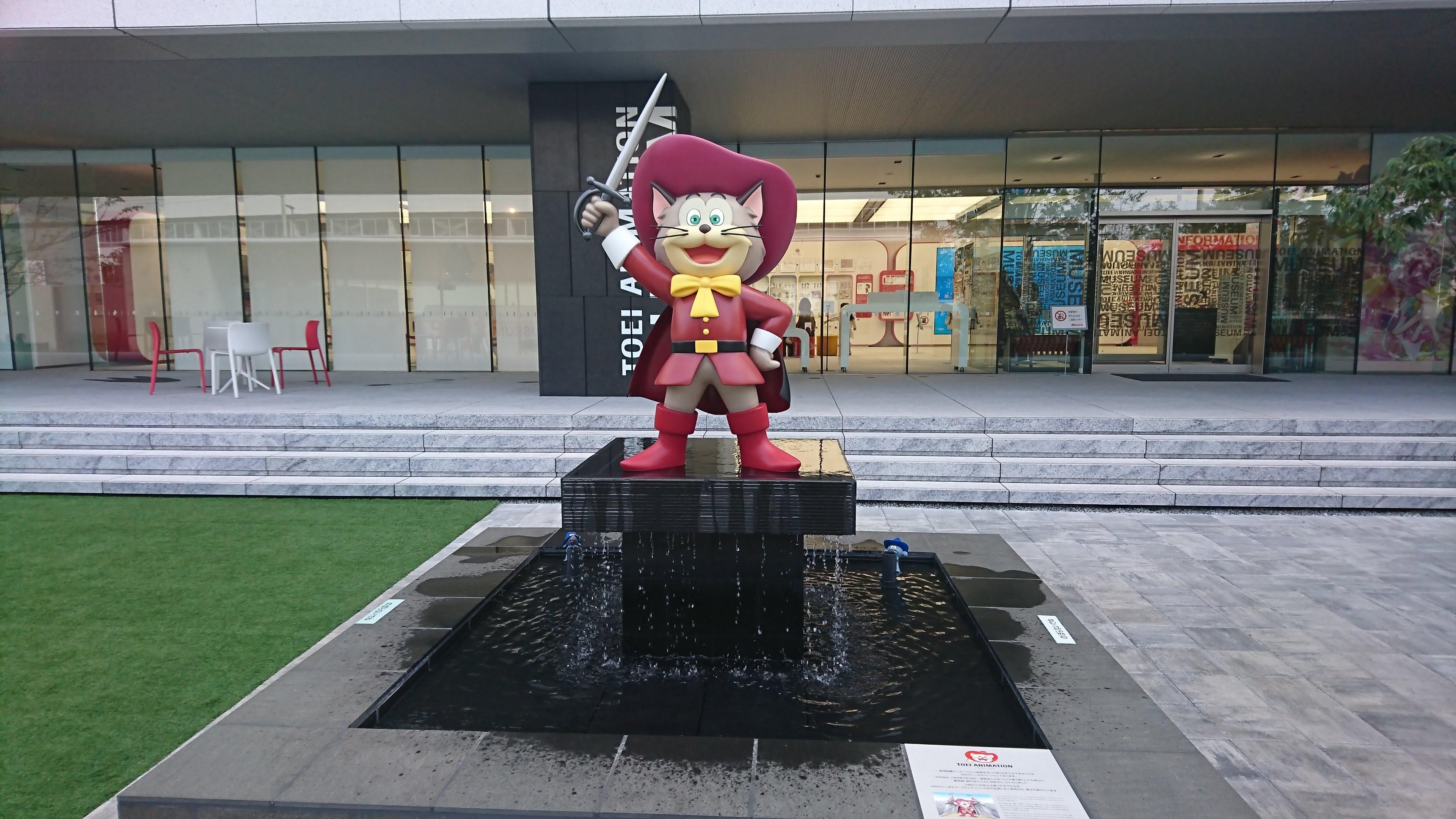 東映アニメーションギャラリー 中庭のペロ立像